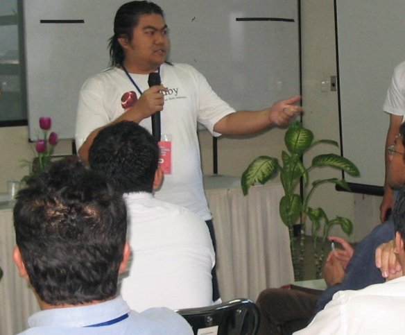Arie was explaining Ruby at Ruby Seminar in PT INTI Bandung West Java Indonesia (2008)